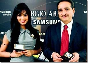 Bollywood-actress-Sonal-Chauhan-along-with-Ranjeet-Yadav-Director-IT-and-telecom-Samsung-India