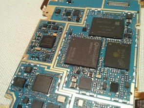 Picture by Ali_alex of the internals of the Samsung Omnia 7