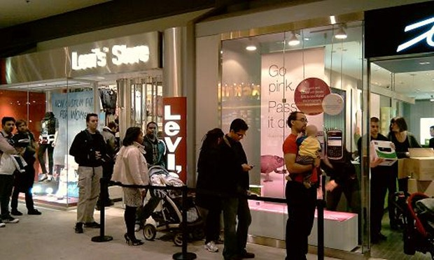 A line waiting to buy Windows phone 7 handsets