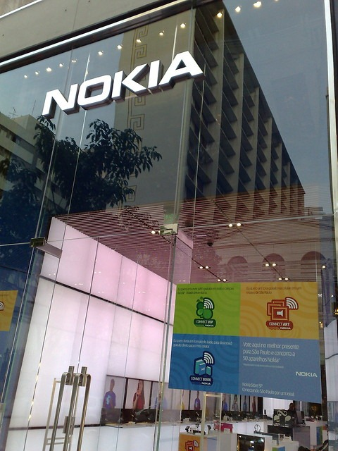 Closing Nokia stores should be converted to Microsoft stores 13