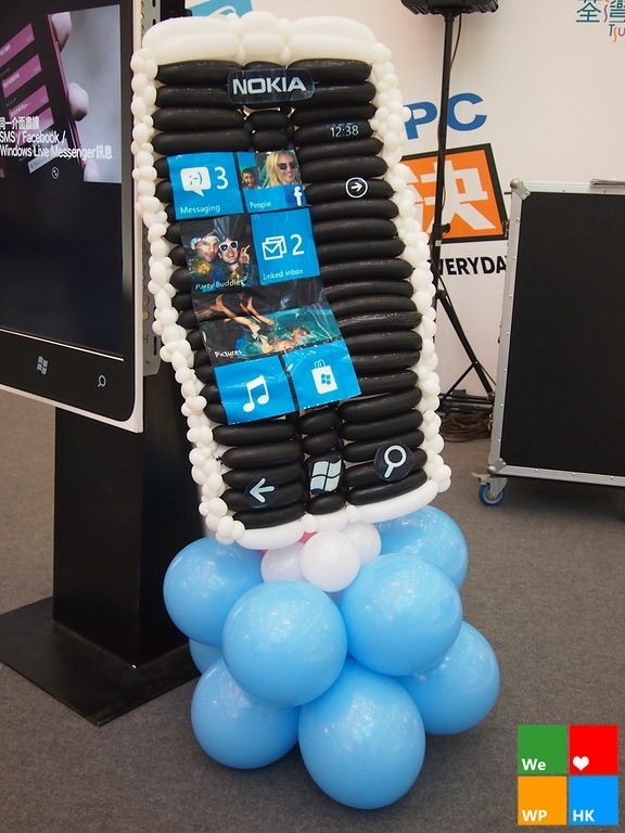 Giant Nokia Lumia made of balloons welcome Hong Kong kids to the third ecosystem 4