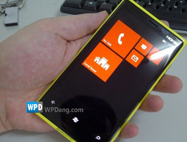 Lumia-900-prototype_1