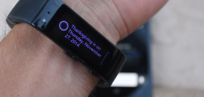 Cortana answers on the Band while also turning on the phone's screen