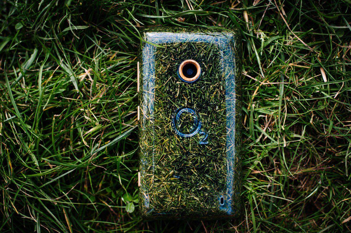 O2_Grass_Phone3-1200x799