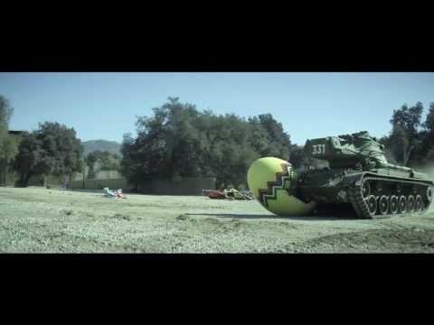 Watch Arnold Schwarzenegger Crushing A Microsoft Zune With A Tank 13