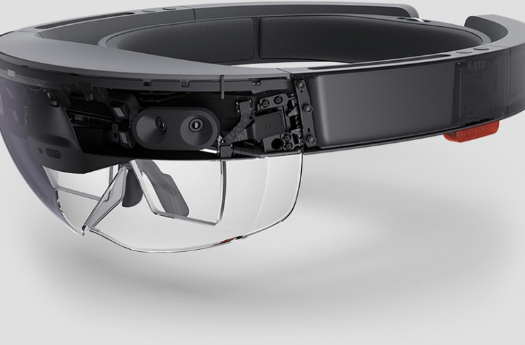Microsoft HoloLens coming to two new markets 1