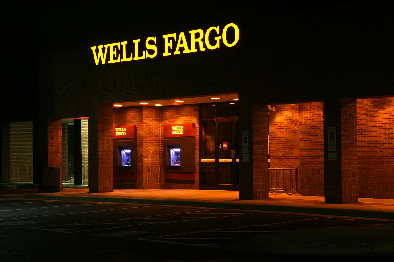 1280px-2011-11-22_Wells_Fargo_ATMs_lit_at_night