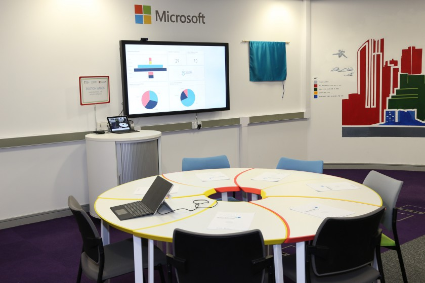 Collaborative Classroom Reviews : Liverpool college unveils the classroom of future