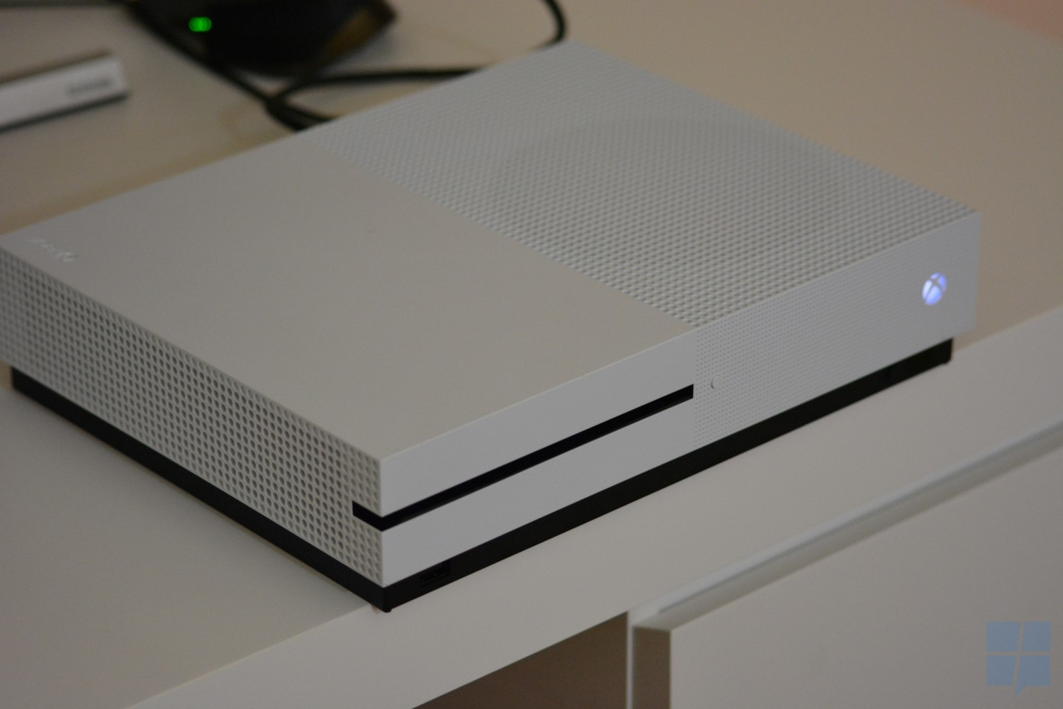 Exact Dimensions Hands On With The Xbox One S Mspoweruser