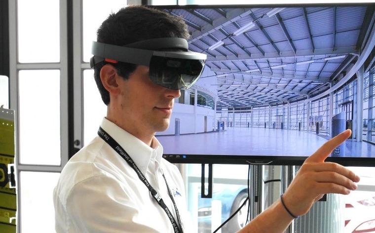 Microsoft brings HoloLens to Japan 17
