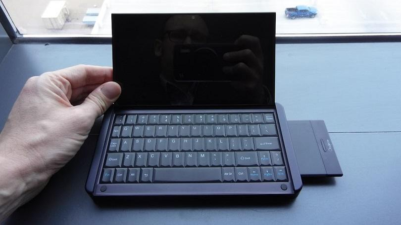 The Graalphone promises to combine a Windows PC and Android phone in a portable 4-in-1