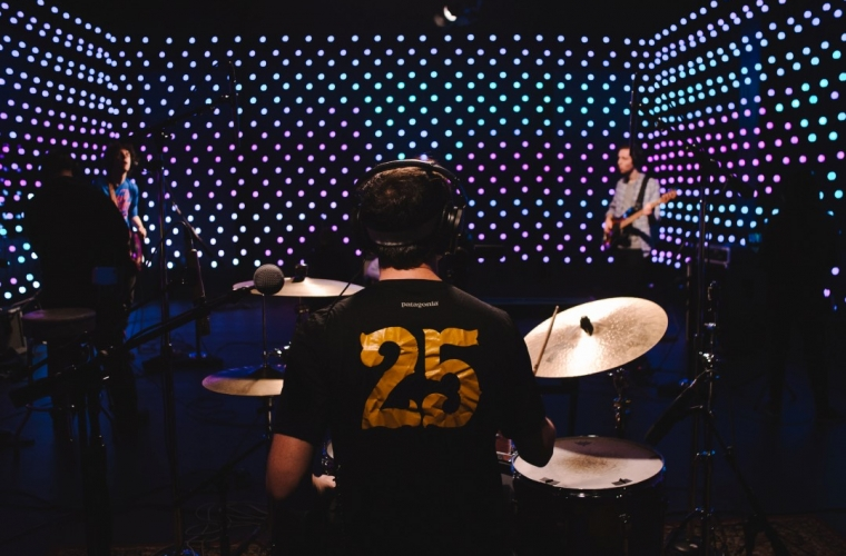 Seattle-based radio station KEXP reimagines live room performances with Kinect and Surface 28