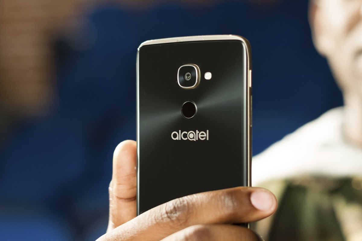 Windows Phones are back in the Microsoft Store as Alcatel IDOL 4S