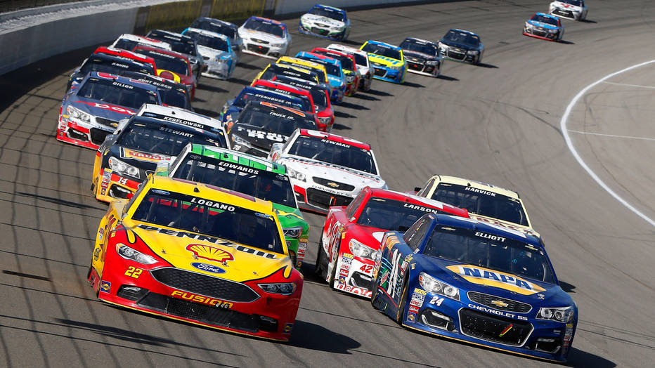 Grab the new NASCAR app for Xbox One in time for the Daytona