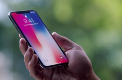 Apple is launching three iPhone X successors next month 8