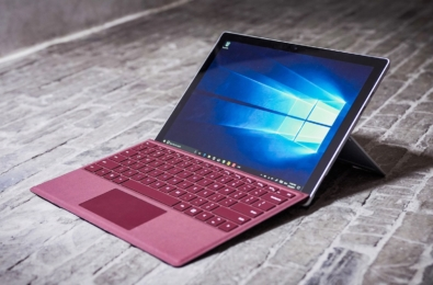 The IDC predicts Surface Pro-style devices to be the only PC growth segment 10