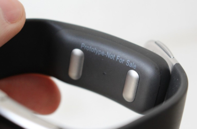 Microsoft's cancelled Band 3 fully exposed 6