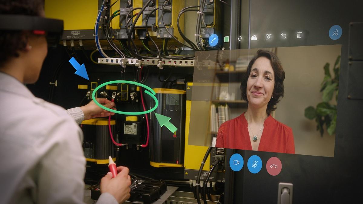MS intros HoloLens to companies via Dynamics 365 apps