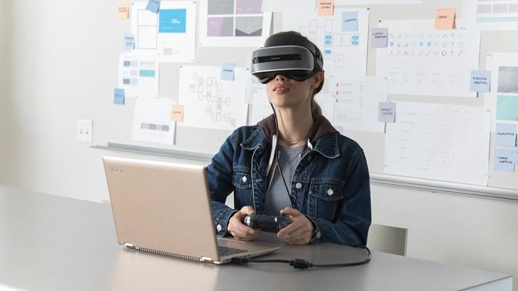 New Microsoft Limitless Libraries grant offer libraries free Mixed Reality headsets and resources 1