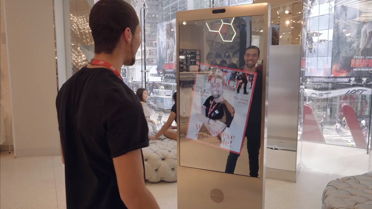 Microsoft creates interactive talking mirror for H&M in New York 1