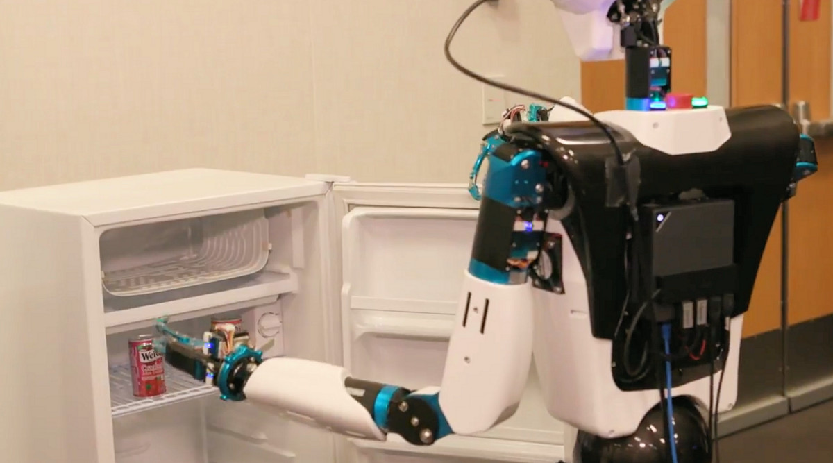 Microsoft finally develops a robot which can fetch you that beer 1