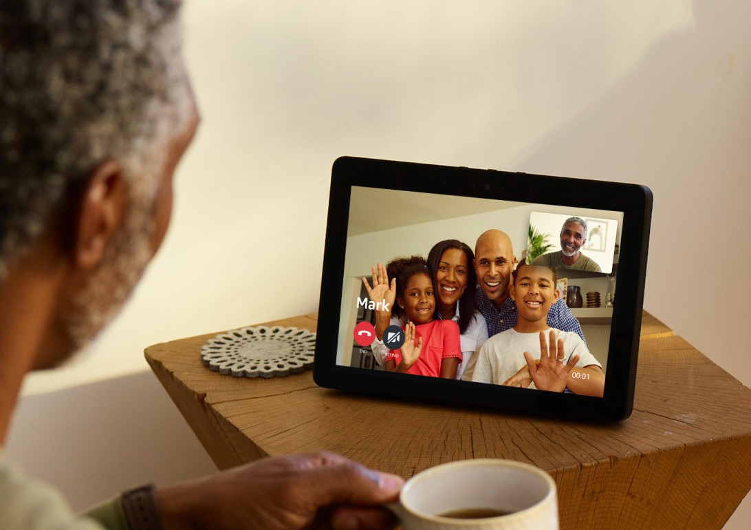 Amazon's new Echo Show features bigger screen, 8 mics and finally a browser 2