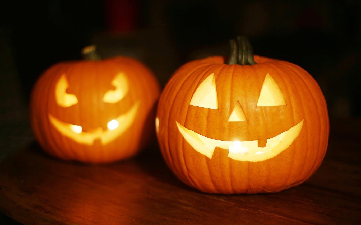 Get into the Pumpkin Season spirit with a Halloween-themed Windows 10 wallpaper pack 2