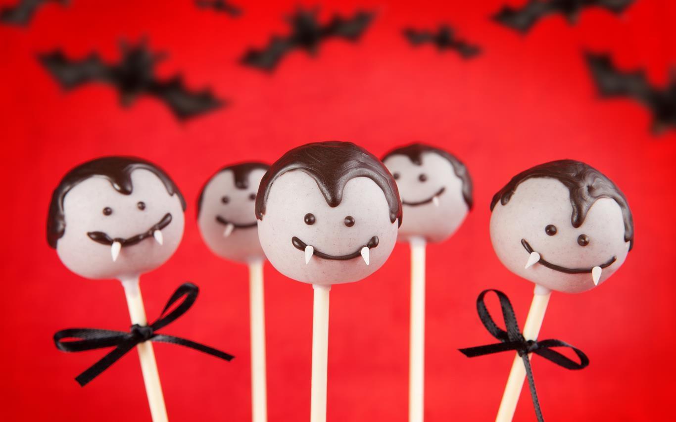 Get into the Pumpkin Season spirit with a Halloween-themed Windows 10 wallpaper pack 5