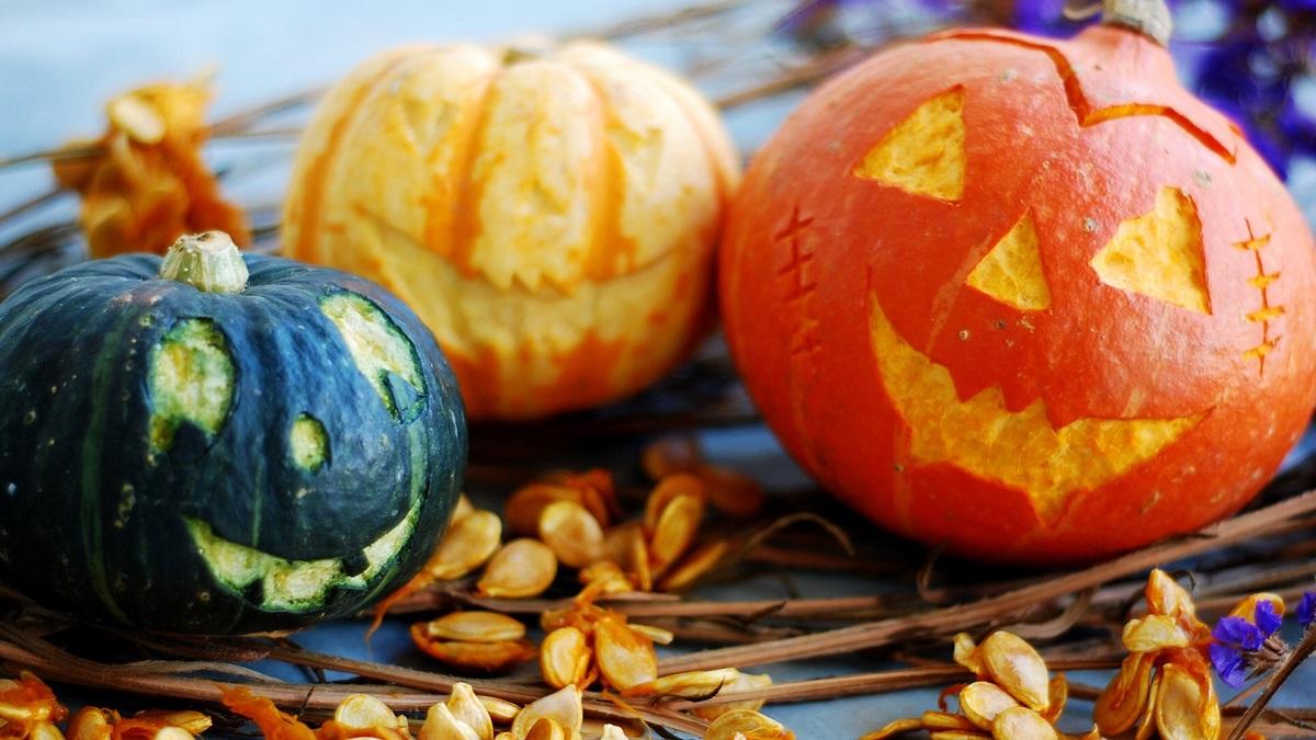 Get into the Pumpkin Season spirit with a Halloween-themed Windows 10 wallpaper pack 1