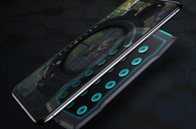 MUJA is a touchpad controller that attaches to the back of your phone 2