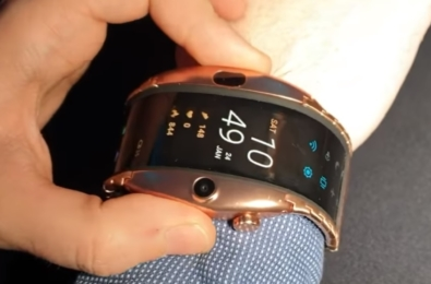 Nubia Alpha: Is that a smartphone on your wrist, or are you on prison release? 16
