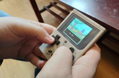 Review: BittBoy houses an ineffective emulation suite inside a nostalgic Game Boy shell 5