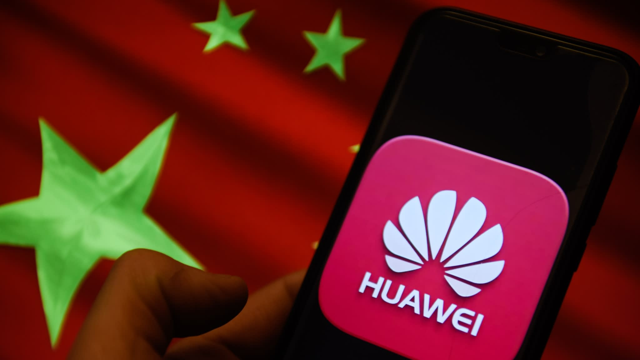 Huawei Offers Full Refund to Users Who Can't Access Google or Facebook