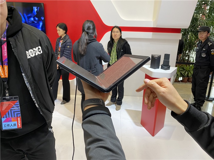 Lenovo showed off the folding ThinkPad X1 and Project Limitless at Lenovo Tech World 3