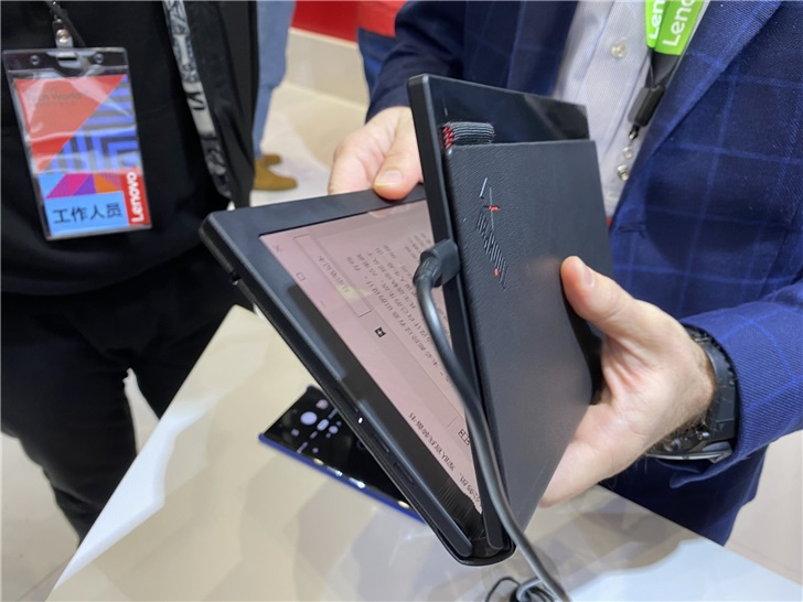 Lenovo showed off the folding ThinkPad X1 and Project Limitless at Lenovo Tech World 1