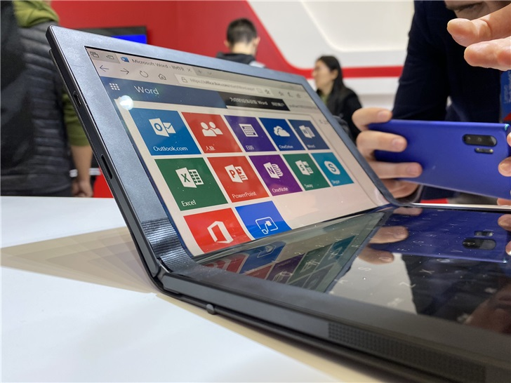 Lenovo showed off the folding ThinkPad X1 and Project Limitless at Lenovo Tech World 10