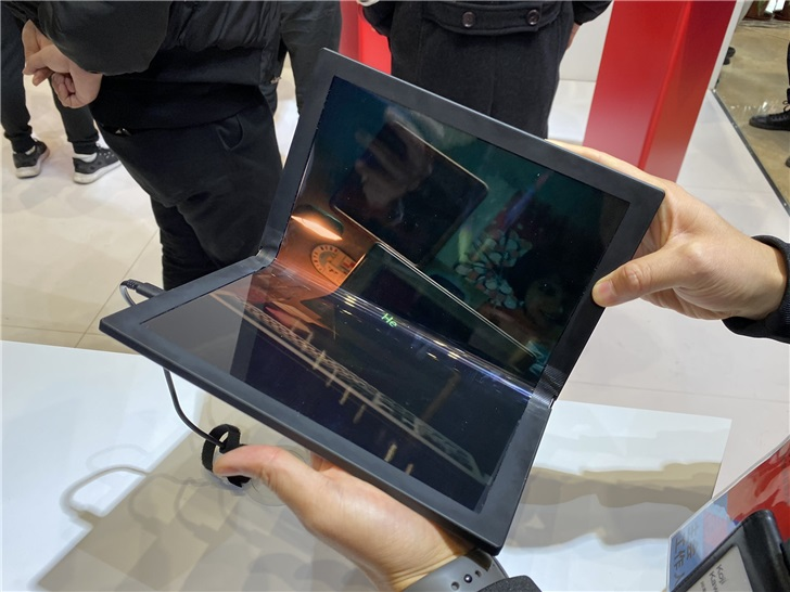 Lenovo showed off the folding ThinkPad X1 and Project Limitless at Lenovo Tech World 9