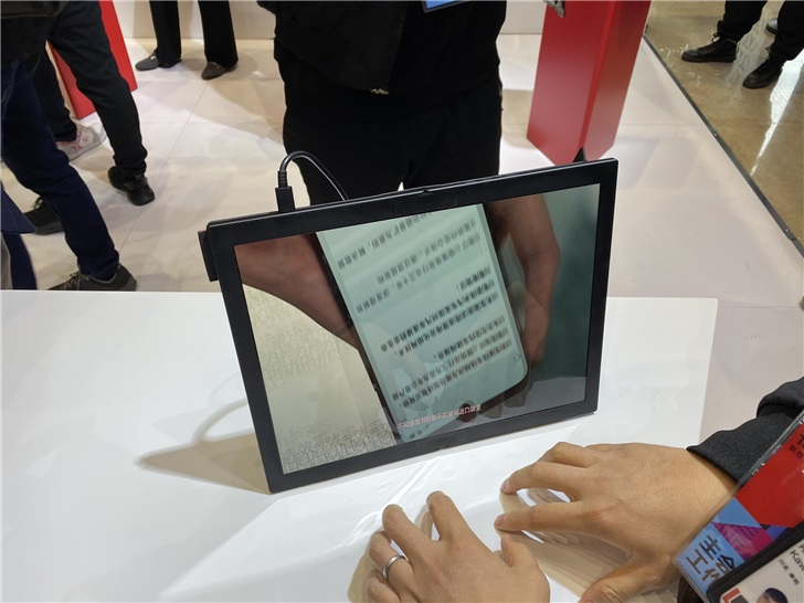 Lenovo showed off the folding ThinkPad X1 and Project Limitless at Lenovo Tech World 7