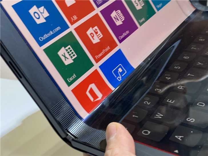 Lenovo showed off the folding ThinkPad X1 and Project Limitless at Lenovo Tech World 5