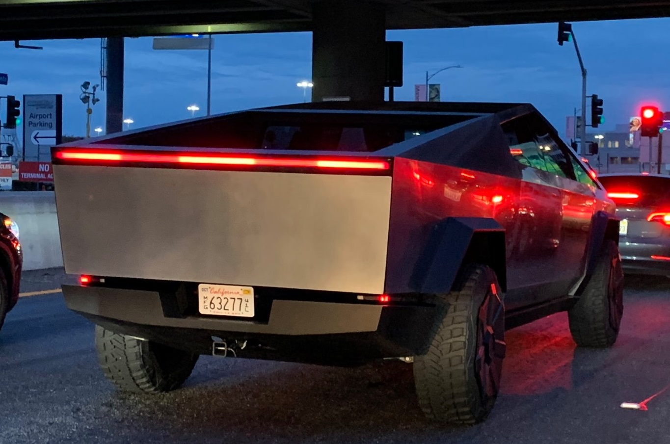 Tesla Cybertruck rolls through red light, reportedly with Musk driving