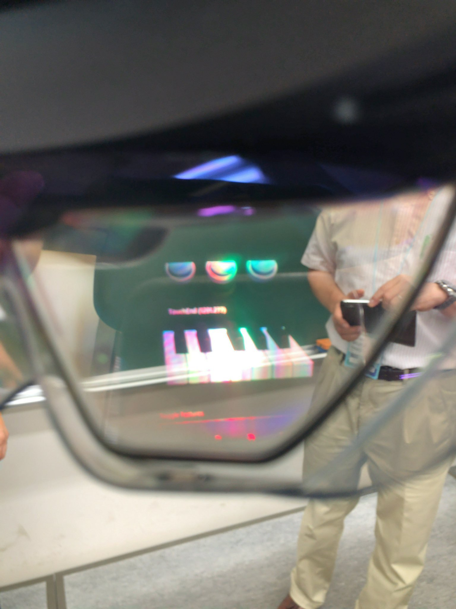 New HoloLens 2 owners reporting display colour issues 3