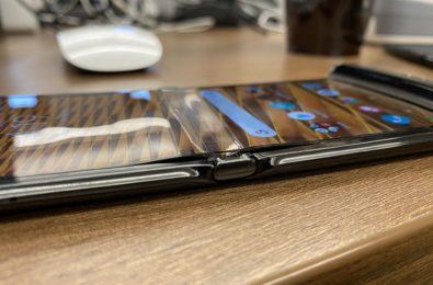Motorola RAZR's display is breaking and peeling after a week's use 3